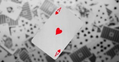 Bóg gra w otwarte karty.